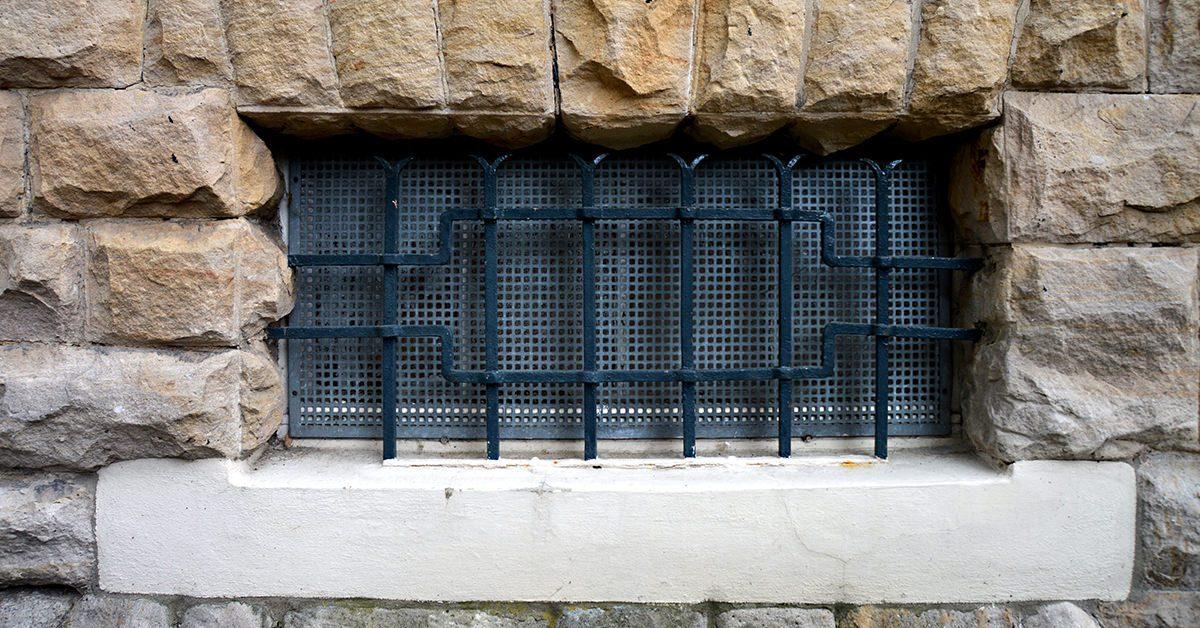 Kellerfenster und Lichtschächte